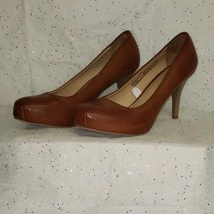 Mossimo burnished leather pump with wood heel 9.5